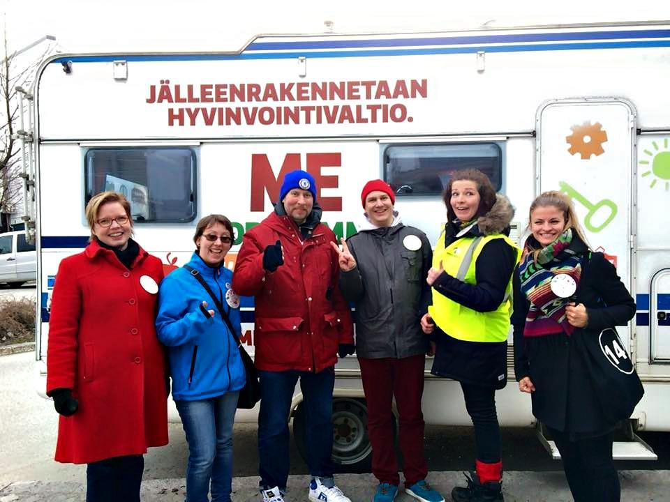 Viime perjantaina vaaliauton mukana kiersivät muun muossa (vasemmalta oikealle) Minna-Maria Solanterä. Katja Kotalampi, Paavo Arhinmäki, Ilkka Porttikivi, Virva-Mari Rask ja  Annukka Isomaa