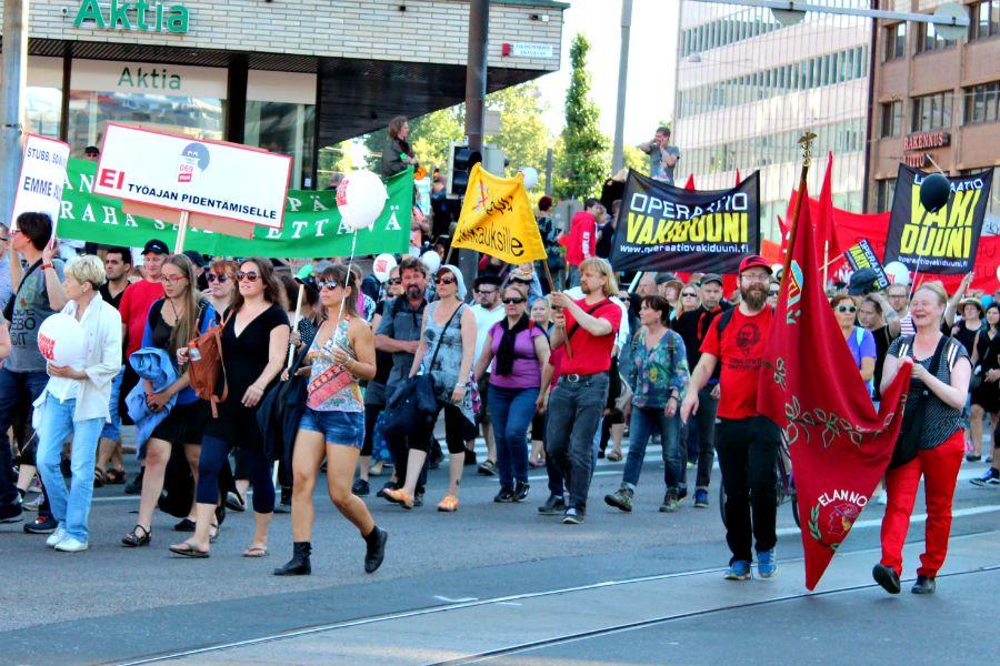 Elokuinen suurprotesti Helsingissä vastusti työajan pidentämistä ja muita työehtojen heikennysaikeita. (Kuva: Cai Melakoski)