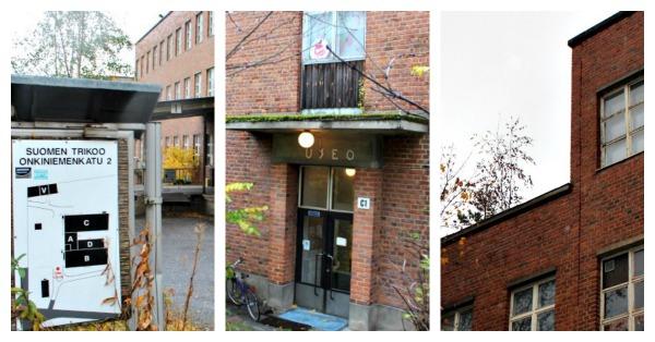 Vasemmalla alueen opastaulu Keskellä Onkiniemen Kulttuuritehtaan sisäänkäynti Oikealla: Katolla kasvaa puita, remonttia kiirehditään