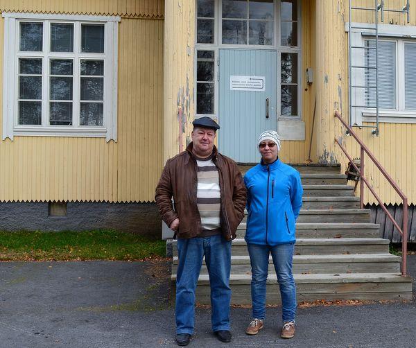 Virtain vasemmiston aktiivit Risto Viitanen ja Katja Kotalampi vastustavat vanhan sairaalan purkamista.