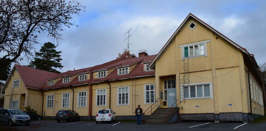 Virtain vanhassa sairaalassa toimii eläinlääkärin vastaanotto. Yläkerran henkilökunnan asunnoissa asutaan edelleen.