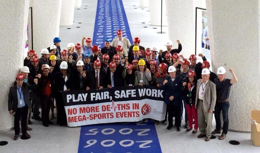 Ay-aktiivit osoittavat mieltä siirtotyöläisten puolesta Kansainvälisen työjärjestön, ILO:n kongressin yhteydessä Genevessä toukokuun lopulla. (Kuva: Rakennus- ja puutyöläisten kansainvälinen liitto BWI)